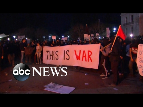 Milo Yiannopoulos Speech Protests Turns Violent at UC Berkeley