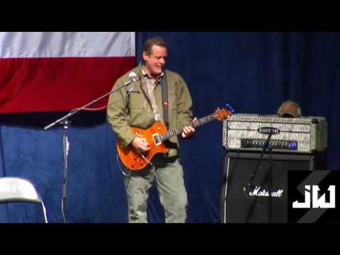 Ted Nugent Plays the Star Spangled Banner at Donald Trump Rally in Michigan November 6 2016