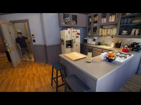 Fans Get Cozy in 'Seinfeld' Apartment