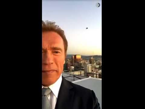 Arnold Schwarzenegger get to the chopper