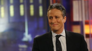 Photo of Jon Stewart Destroys His Credibility with Hillary Defense