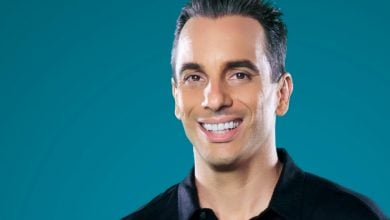 Photo of Sebastian Maniscalco's Family Ties Keep Crowds Laughing