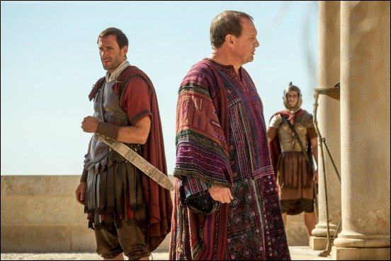 risen-movie-review-joseph-fiennes