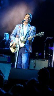 chris-isaak-blue-suit-
