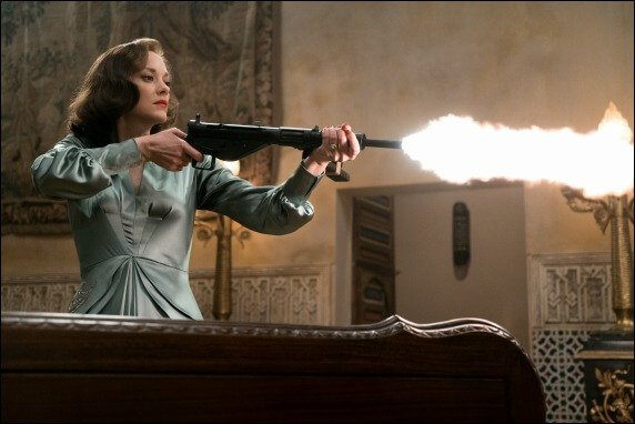 allied-marion-cotillard-gun