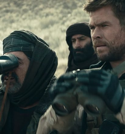 12 strong review chris hemsworth