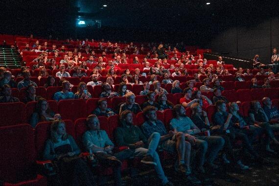 netflix horror movies theater setting