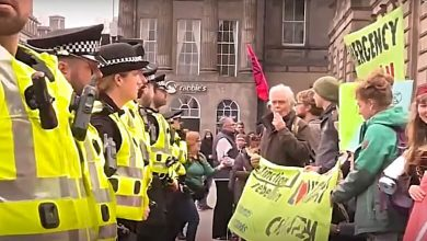 Photo of Michael Moore Hearts Extinction Rebellion. Here's What They Do