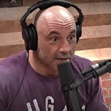 Photo of Joe Rogan Stares Down Cancel Culture Mob by Interviewing Alex Jones